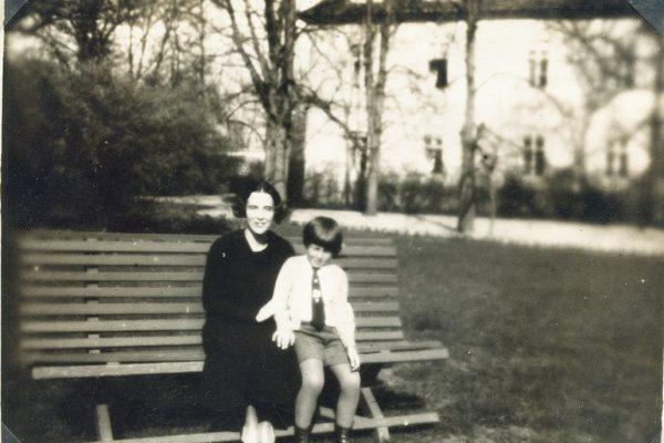 Péter a parkban 1932-ben